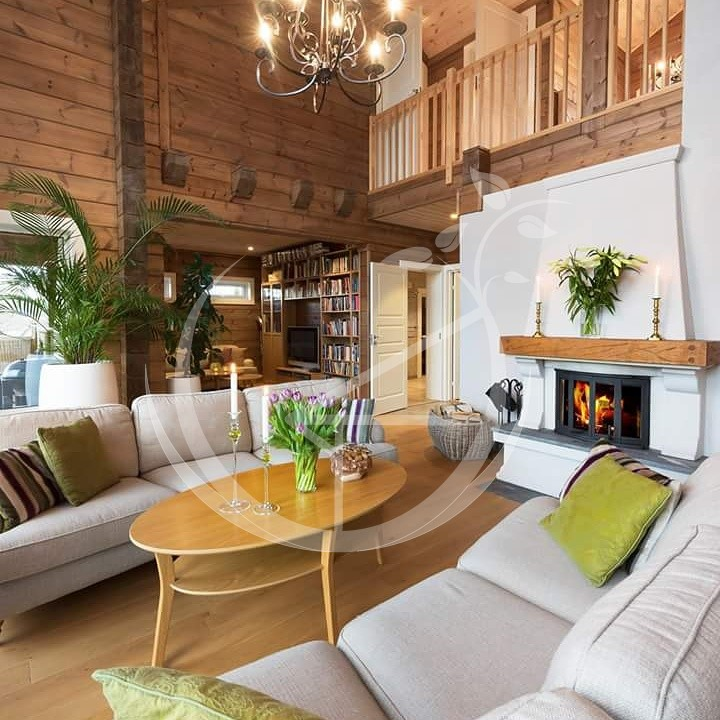 How to look after log house